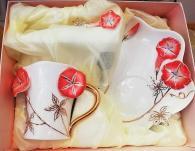 снимка на Чаша с цвете арт пластика