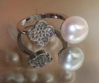снимка на Уникален пръстен цвете с перла