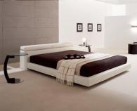 снимка на Луксозна тапицирана спалня в бяло