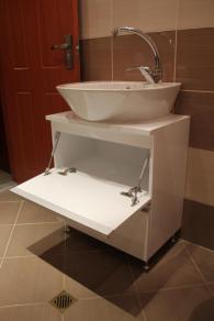 снимка на Шкаф за баня с мивка