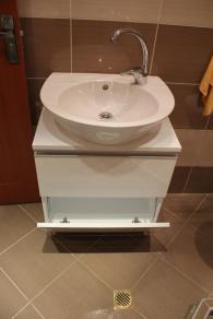 снимка на шкаф за баня от полистирол с мивка