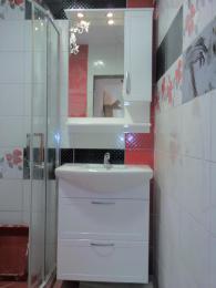 снимка на Водоустойчив, конзолен шкаф за баня от полистирол