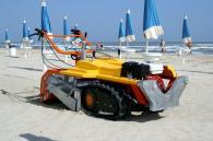 снимка на Ръчноводима машина за почистване на пясък Баракуда