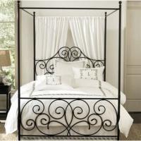 снимка на Спалня с балдахин от ковано желязо