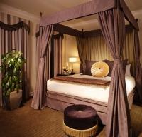 снимка на Дизайнерска спалня с балдахин