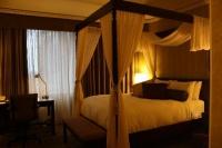 снимка на Луксозна спалня с балдахин
