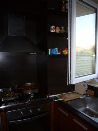 снимка на Кухня в черно от МДФ, ест. фурнир, зебрано
