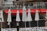 бежови чадъри  за планински заведения