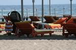 снимка на Дървени шезлонги за целогодишно ползване в морски  плажове