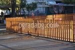 снимка на дървени оградни пана по поръчка