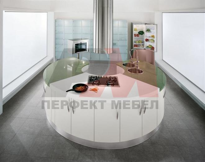 интериори за обли кухни с плот технически камък